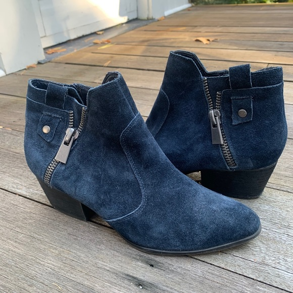 Navy blue suede Crown Vintage booties